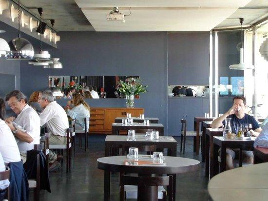 Sal Cafe : Interior del local