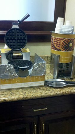 Hampton Inn Cleveland Solon : Waffle Station, available as a breakfast option every day