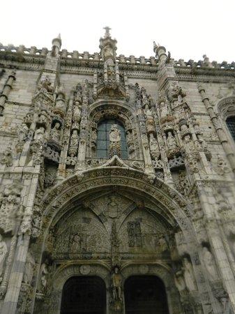 Monasterio de los Jerónimos: Beautiful sculptures adorn the entrances.