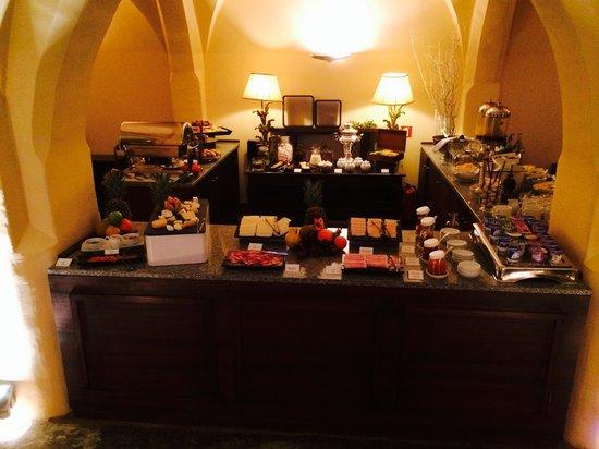 Convento do Espinheiro, A Luxury Collection Hotel & Spa : Breakfast Buffet