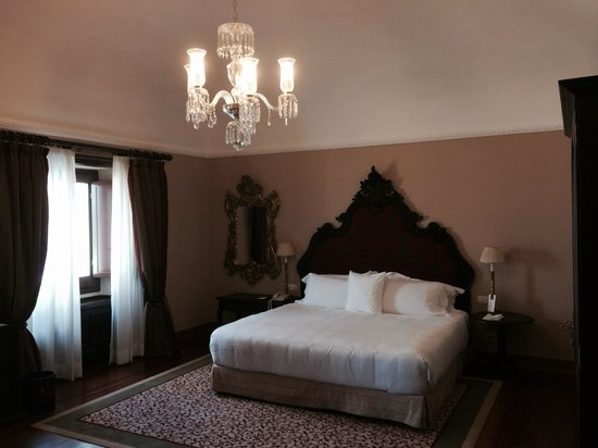 Convento do Espinheiro, A Luxury Collection Hotel & Spa: Bedroom in Suite