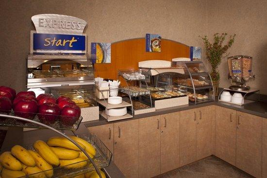 IHG Army Hotels Fort Hamilton: Breakfast Area