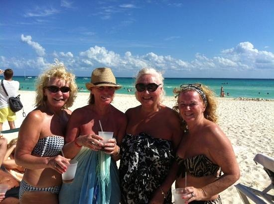 ClubHotel Riu Tequila: drinks on the beach,,,,