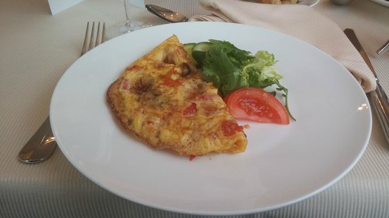 Kempinski Hotel Cathedral Square: An omelet from the kitchen for breakfast.