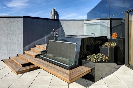 The Towers at Lotte New York Palace: Elevated hot tub on private suite terrace