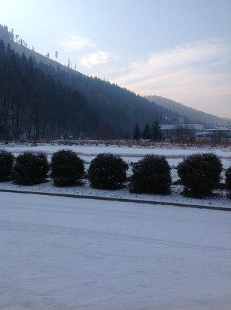 Hotel Skalite Spa & Wellness: Ski Jump From Hotel Car Park