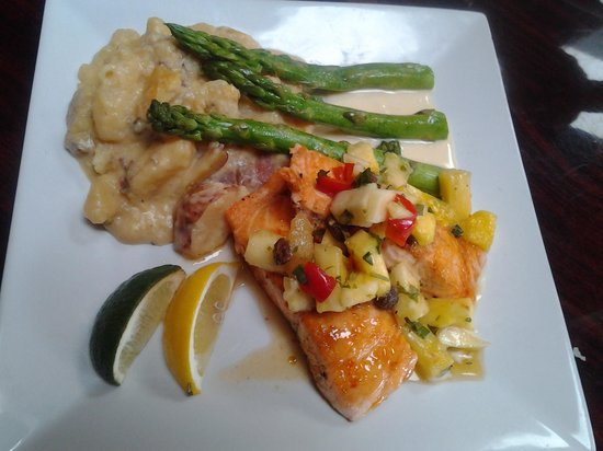 Sunset Grill at Little Harbor: my main, salmon plate