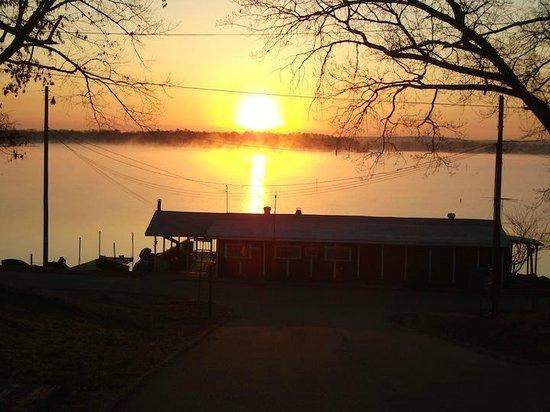Harris Brake Lake Resort: Sunrise