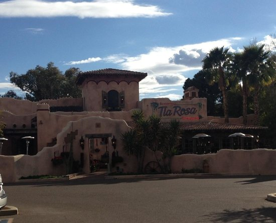 Rancho de Tia Rosa: This is the entry! Outside seating as well!