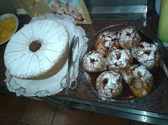 Restaurante A Muralha: bolo de mel e maças assadas