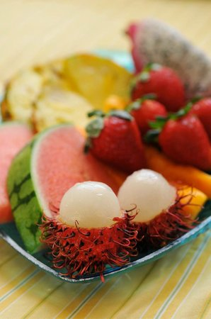 Tutu (Two) Mermaids on Maui Bed and Breakfast: Fruit Plate, interesting tropical fruits!