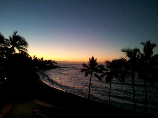 Sheraton Kauai Resort : Sunrise from our lanai