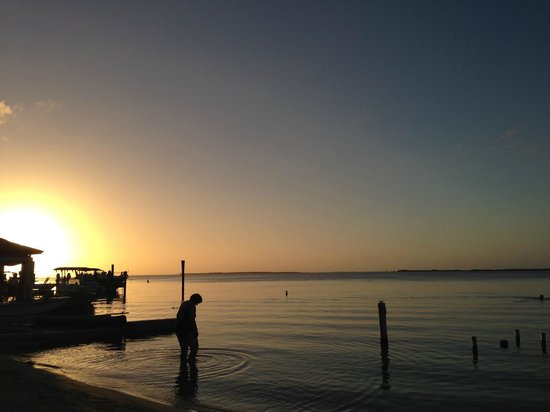 Seafarer Resort and Beach: Sunset... relaxing on the dock/beach area
