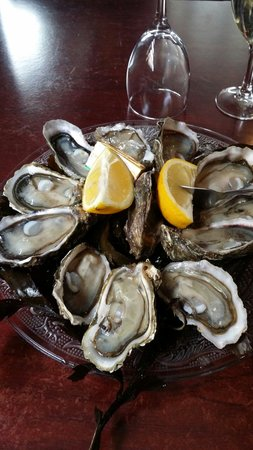 L'Esquirey : L'assiette de 12 huîtres (11€) les petites