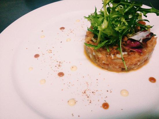 Restaurante Tres Bocas: Tartar de salmón, kimuchi no moto y crema de la pasión.