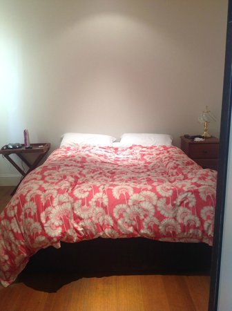 Red Brier Cottage: 1st bedroom