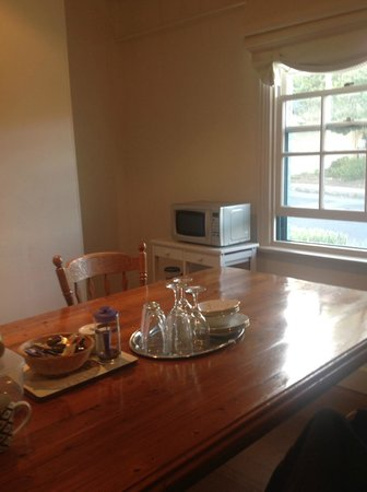 Red Brier Cottage: Dining Lounge with only a microwave and a kettle