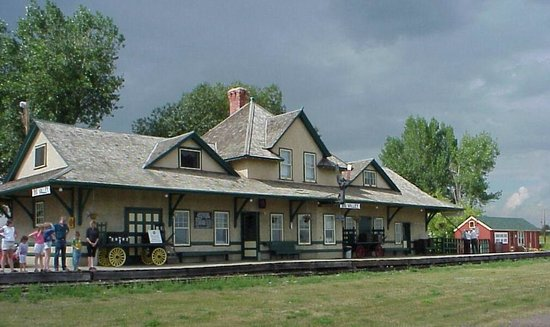 ​Big Valley Historical Society: Big Valley's 1912 Canadian Northern Railway station