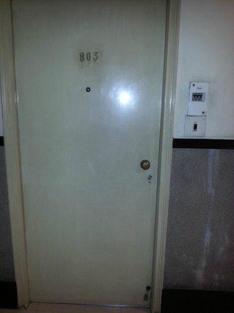 Hotel Lindsay: Entrance door