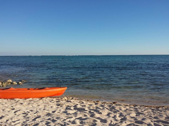 Hotel Jashita: Jashita canoe on beach...