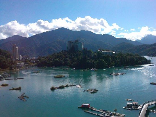 Sun Moon Lake Hotel : 從陽台拍攝的日景
