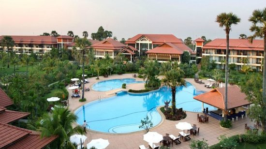 Angkor Palace Resort & Spa: Biggest Swimming Pool