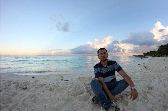 Ixchel Beach Hotel : Playa al amanecer
