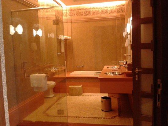 Pullman Putrajaya Lakeside : love the bathroom