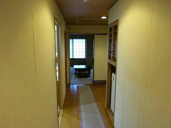 Wakamatsu Honten: 目の前が成田山