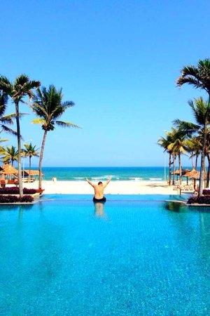 Furama Resort Danang: The Infiniti pool