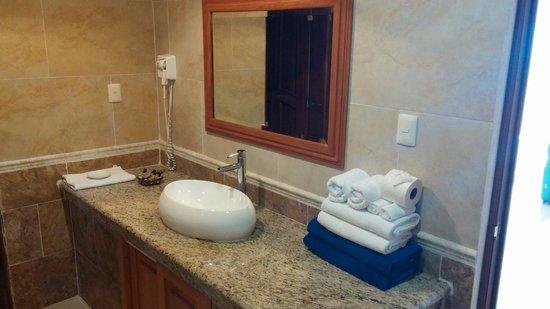 Hotel La Joya: Bathroom