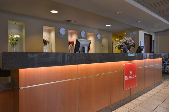 Ramada Los Angeles/Downtown West: Front Desk