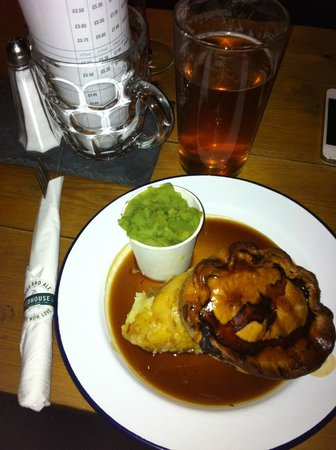 The Redhouse: Steak pie & pint