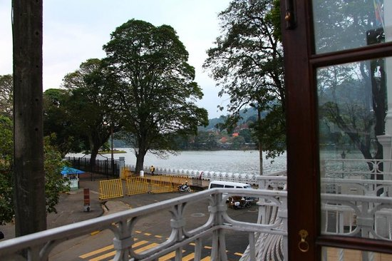 Queens Hotel Kandy: View of lake from room 124