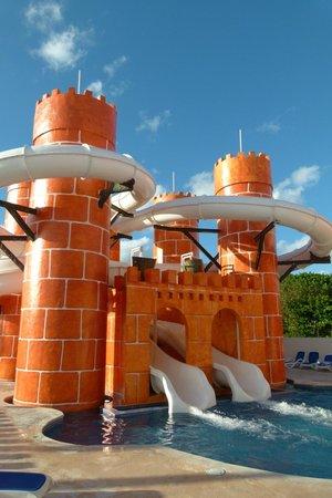 Great Parnassus Family Resort : glissade d'eau