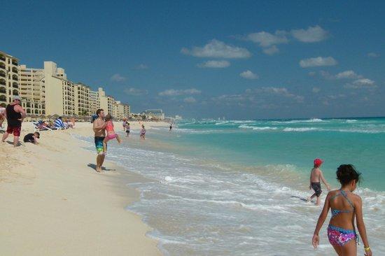 Great Parnassus Family Resort : plage