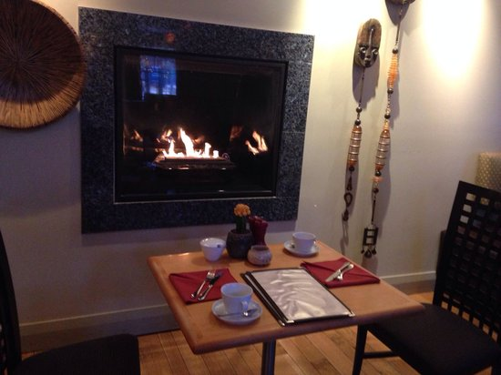 Shaw Club Hotel : Breakfast by the fireplace at Zees