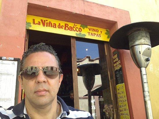 La Vina de Bacco: Listos para una rica comida....y del ambiente ni que decir el mejor de San Cristobal