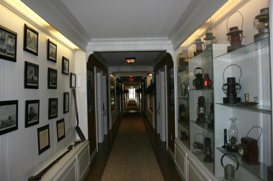 Depot Inn & Suites : Motel Hallway, like a museum!
