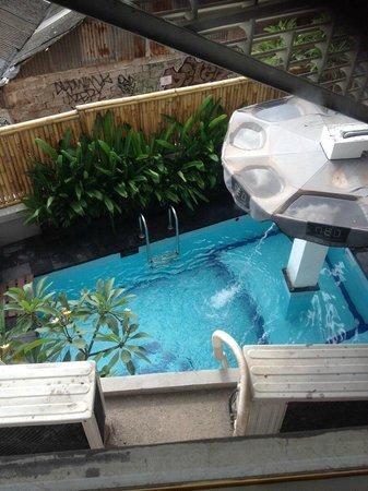Hotel Neo Kuta Jelantik: Small but adequate pool