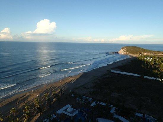 Hotel Riu Emerald Bay: La playita y el mar