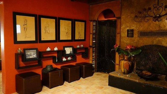 Hacienda Linda: Entry to Queen Suite