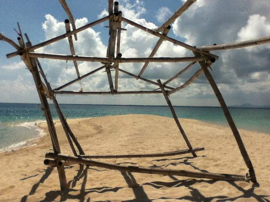 Sagay Marine Reserve (Carbin Reef): Leaning, roofless cabana.  Canvas roof upon request.