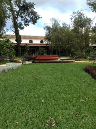 Villa Colonial: Grounds of hotel