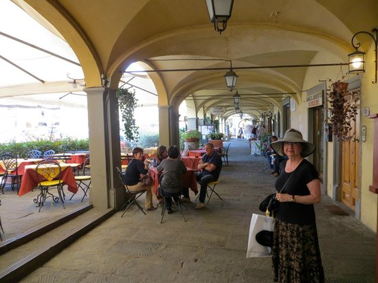 Discovery Chianti: Greve town center, Arcade around Piazza