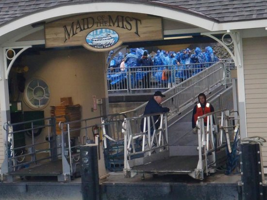 Maid of the Mist: Waiting to go