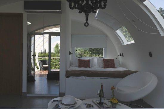 Entre Cielos: Inside 'White Roses' room