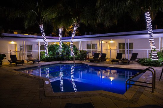 Orchid Key Inn: pool