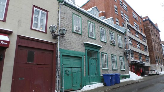 Hotel Jardin Ste-Anne: The hotel you need to go to, not the green door the one further up