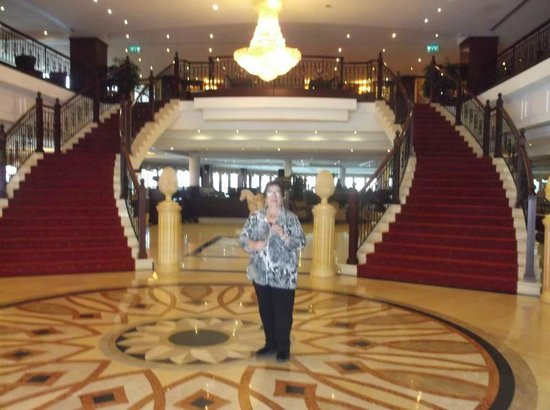 Excelsior Grand Hotel: beautiful lobby, beautiful wife!